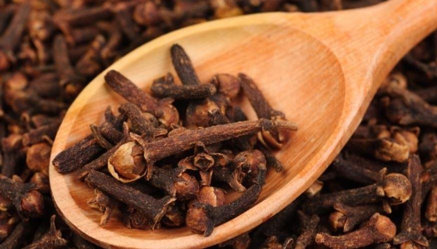 17 Verbazingwekkende gezondheidsvoordelen van kruidnagel