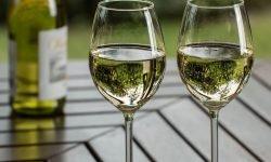 Dromen over alcohol: Wat betekent dat?